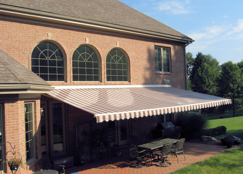 Heavy-Duty Retractable Awning
